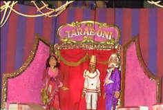 """Een scène uit """"Circus Taraboni"""" van poppentheater Magie"""