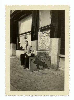 Albert Vermeiren bij de ingang van de kelder aan het Braunplein