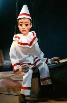 In de jaren '80 werd een nieuwe pop van Pierke gemaakt met een kop in houtpasta, die een stuk sympathieker was dan het vorige, houten exemplaar