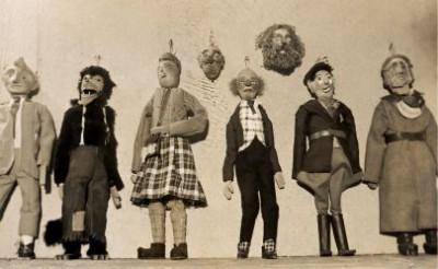 De eerste poppen ...