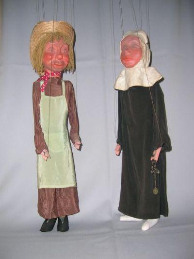 Martinus en Symforosa, koppen gesneden door J. Van Eechaute. Merkwaardig detail : de handjes zijn gemaakt van ... wasknijpers ...