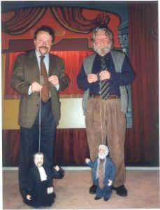 Oud-Stafhouders Leroy en Van Eeckhaut in mensen- en poppenversie