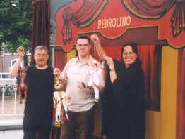 Erwin Penning, Dieter Vanoutrive en poppenspeelster-inrichtster, wijlen Els Graus, op het poppenspelfestival van Roermond in 2000